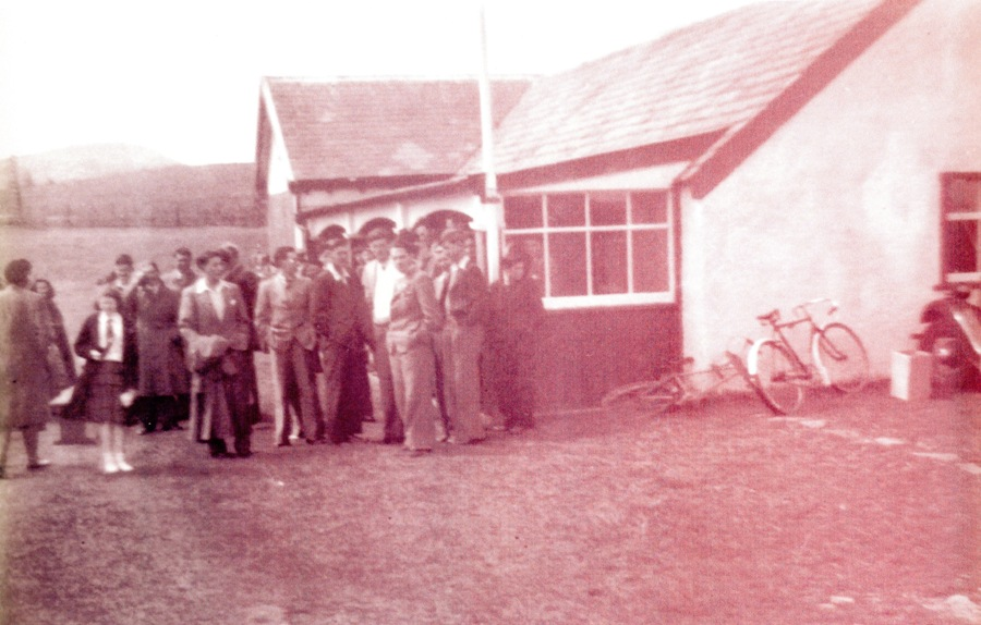 Photo of 1920's Club house and members courtesy of Neil MacKay from his collection of club memorabilia